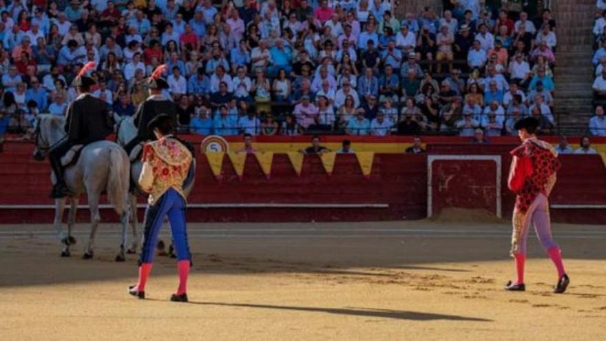 Simón Casas se compromete a dar toros en València durante 2021