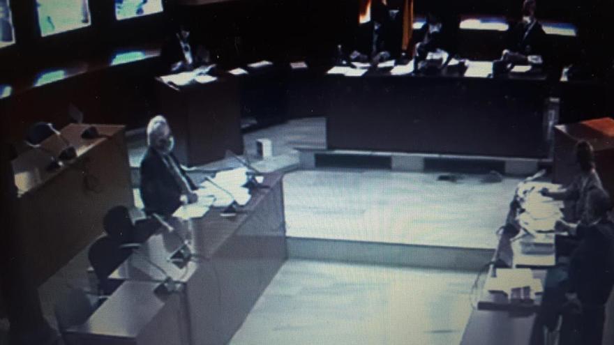 En el banquillo un policía local que asfixió a un detenido en Barcelona