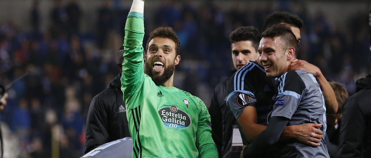 Sergio Álvarez celebra en Genk el pase a semifinales de Europa League