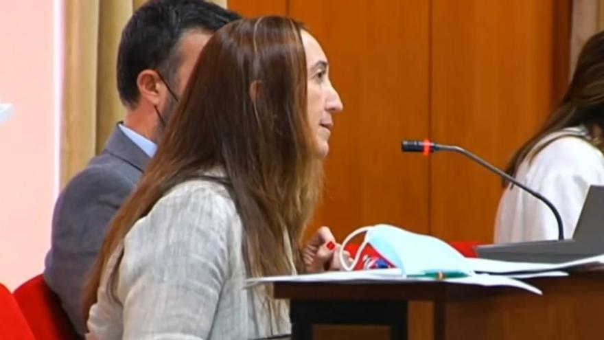 Paula Badanelli reza un Ave María contra el aborto en el Pleno de Córdoba