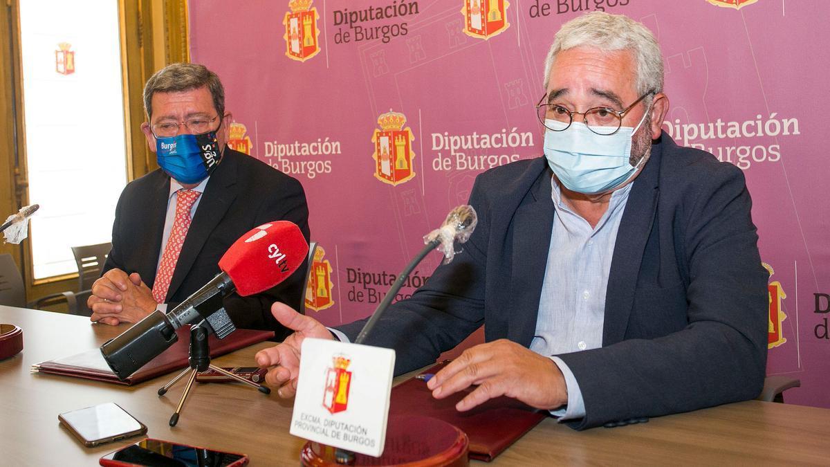 El presidente de la Diputación de Burgos, César Rico, y el secretario de la Fundación, Gonzalo Jiménez, informan de la colaboración sobre Las Edades del Hombre.
