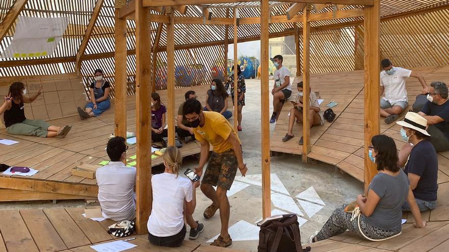 Vecinos del Cabanyal diseñan el futuro del patio urbano Zona Santiago con actividades este fin de semana