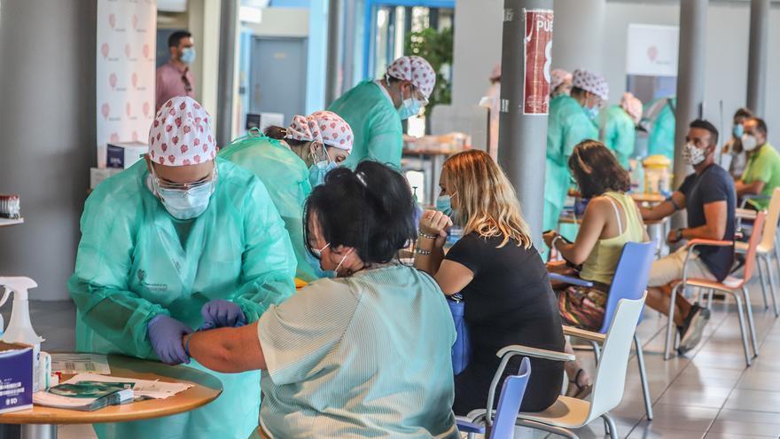 El Ayuntamiento deTorrevieja compra 8.000 mascarillas ffp2, 60.000 higiénicas y 2.500 test para sus empleados