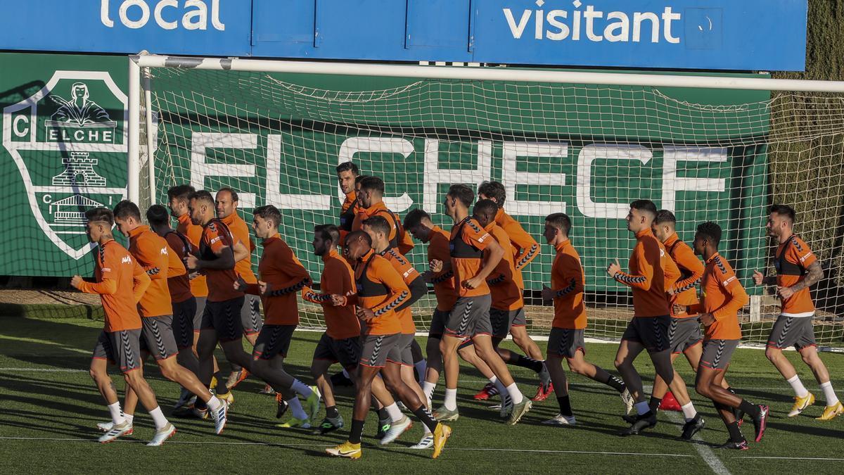 Los jugadores del Elche entrenan en la Ciudad Deportiva