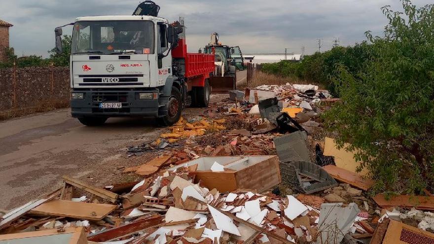 Vila-real retira 30 toneladas de residuos de seis vertederos ilegales