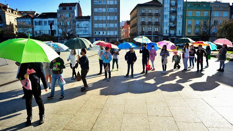 Paraguas abiertos a pleno sol
