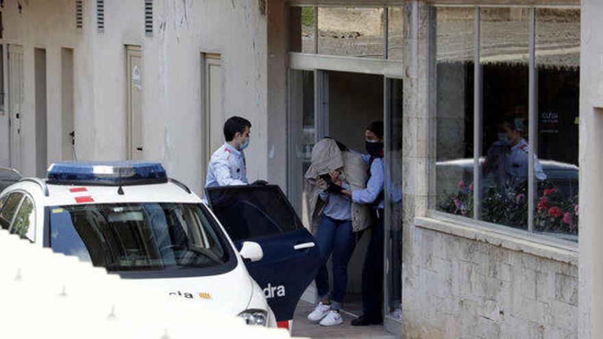 Presó sense fiança per a vuit integrants de la xarxa que falsificava carnets de conduir
