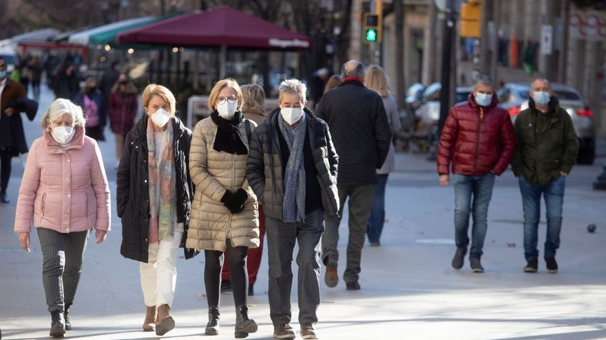 Disminuyen los contagios y los fallecidos en España