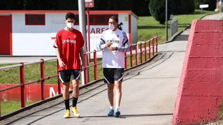 Emi y Arturo Novo se reintegran al trabajo con el Sporting B tras estar confinados