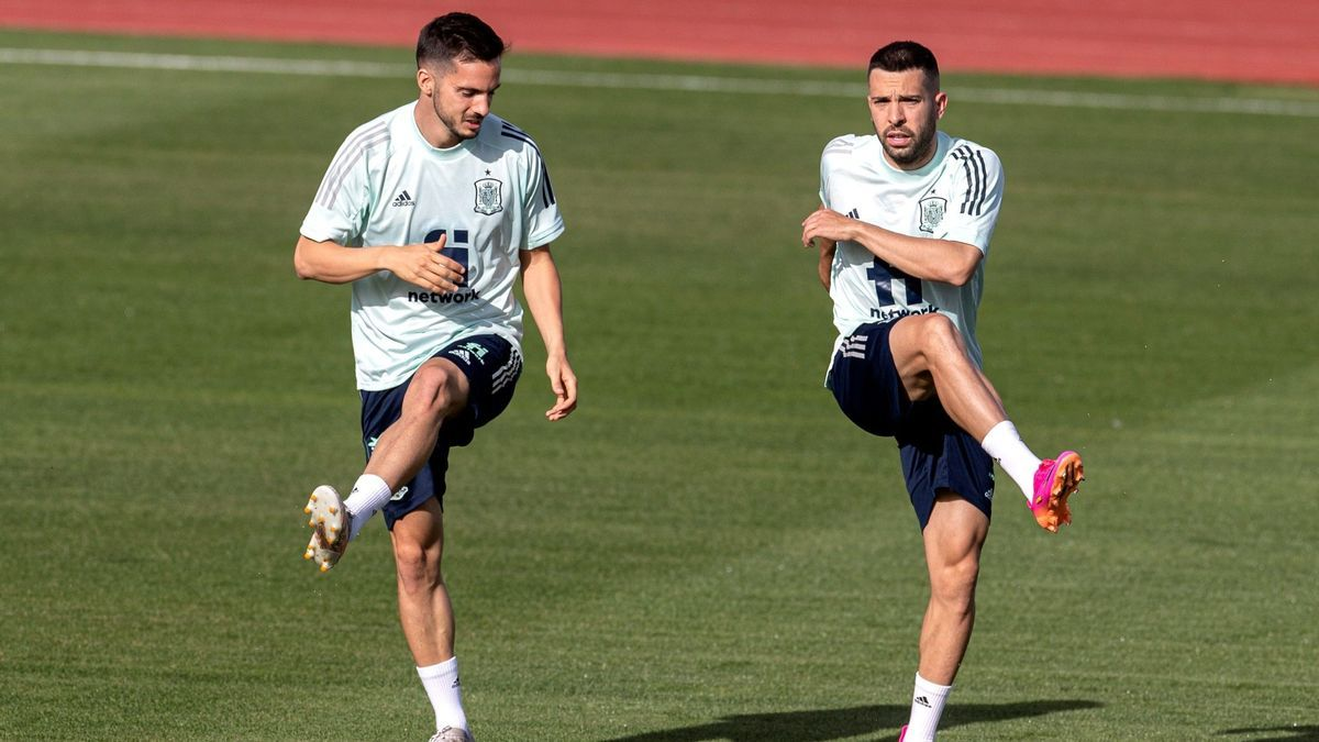 Pablo Sarabia y Jordi Alba