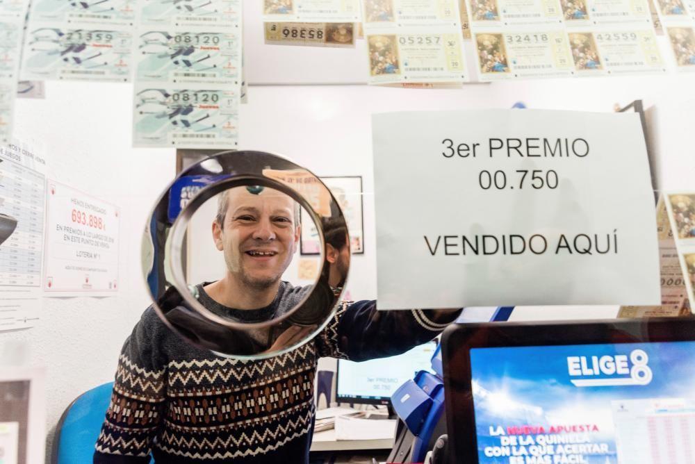 La administración más antigua de Vitoria ha repartido por primera vez un premio en la Lotería de Navidad, concretamente 500.000 euros, correspondientes a una serie de tercer premio, el número 00750.