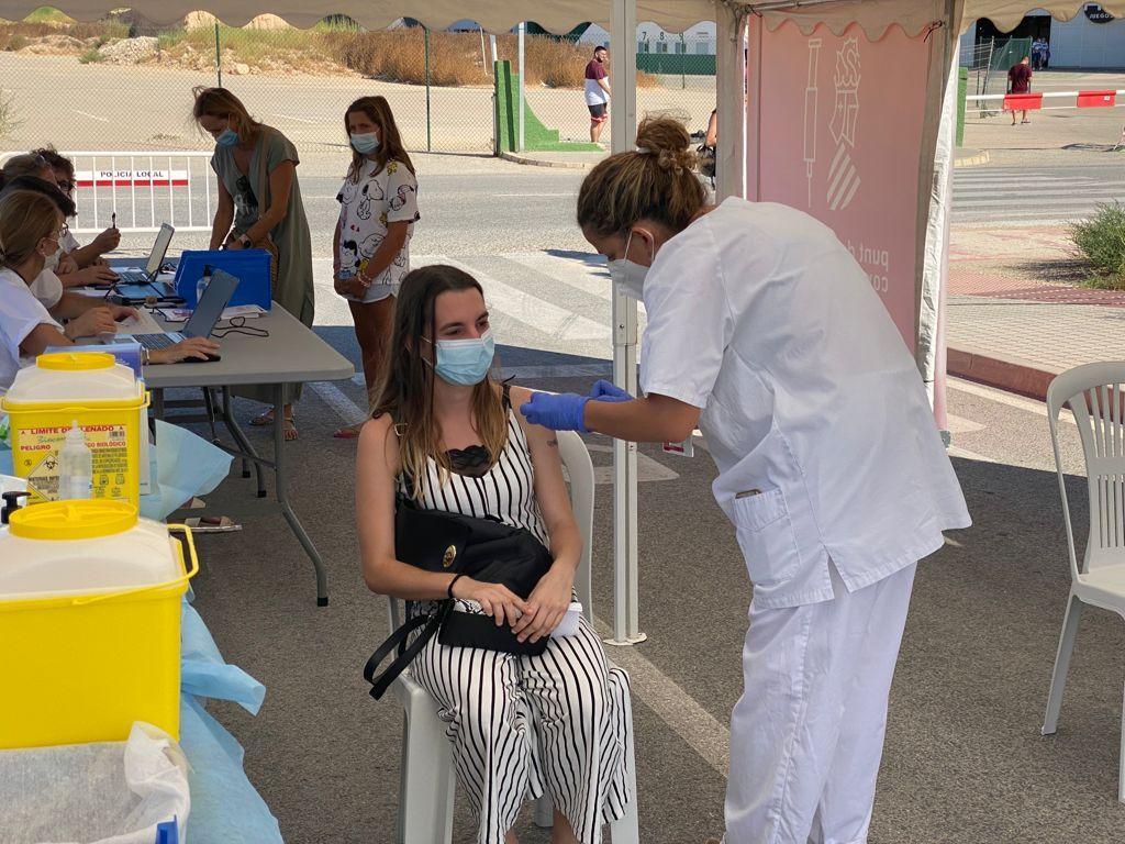 Vacunación en el Estadio Martínez Valero, Elche.
