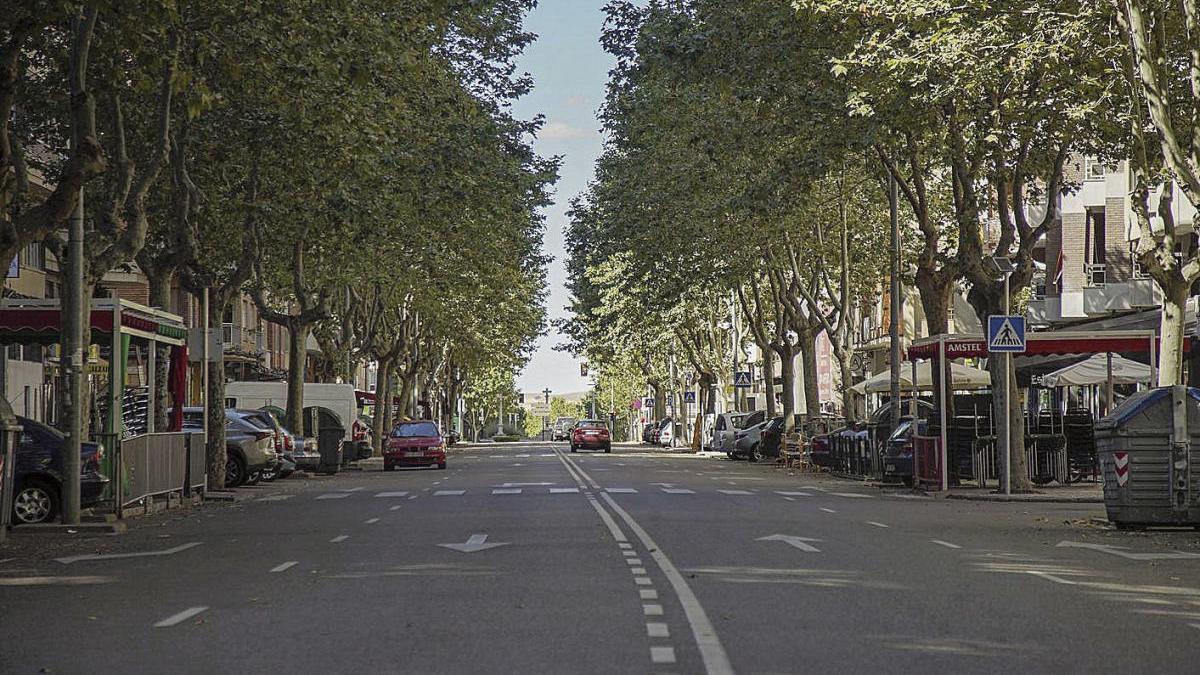 La calle de las Tres Cruces con escaso tráfico rodado tras la pandemia.