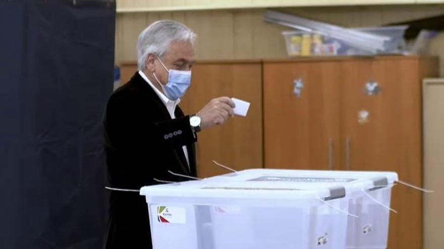 Chile decide en referéndum si dice adiós a la Constitución de Pinochet