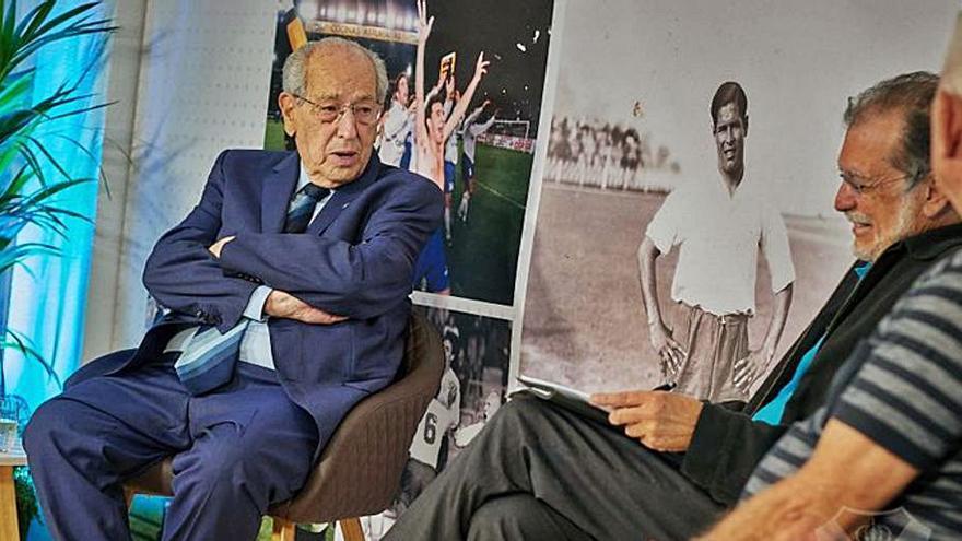 El Foro Ángel Arocha recuerda el ascenso a Segunda del curso 70/71