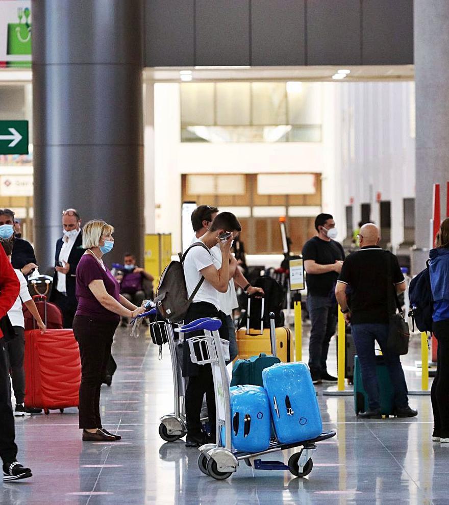 """Reino Unido mantiene a España en la lista ámbar de viajes aunque pide """"precaución"""""""