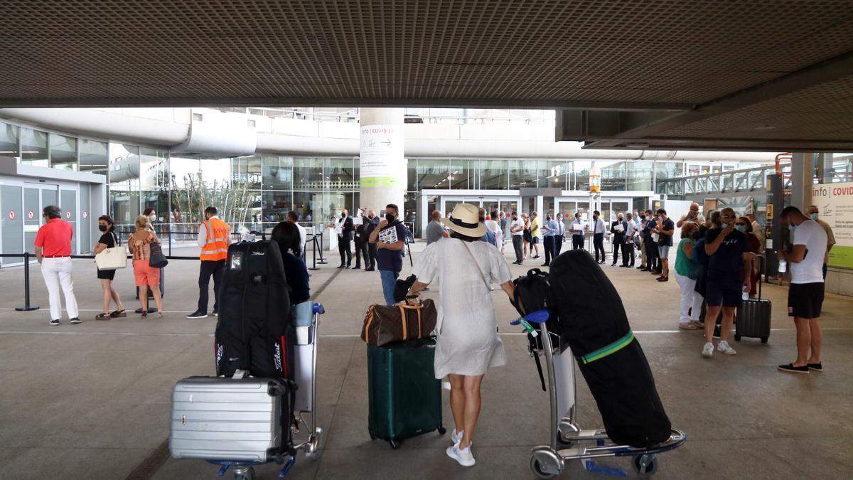 Llegada de turistas al aeropuerto de la Costa del Sol.