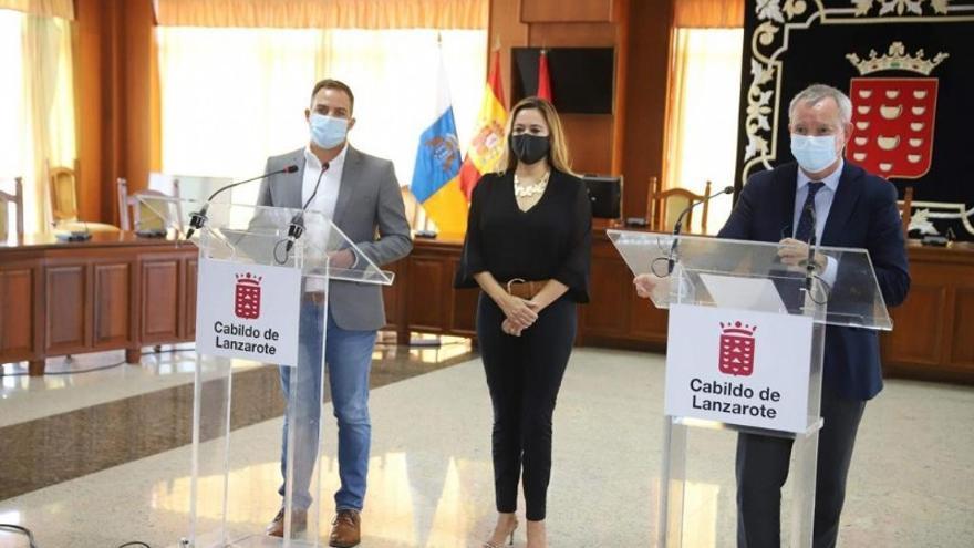 Jóvenes y parados para la obra de desdoblamiento de la carretera entre el aeropuerto y Puerto del Carmen