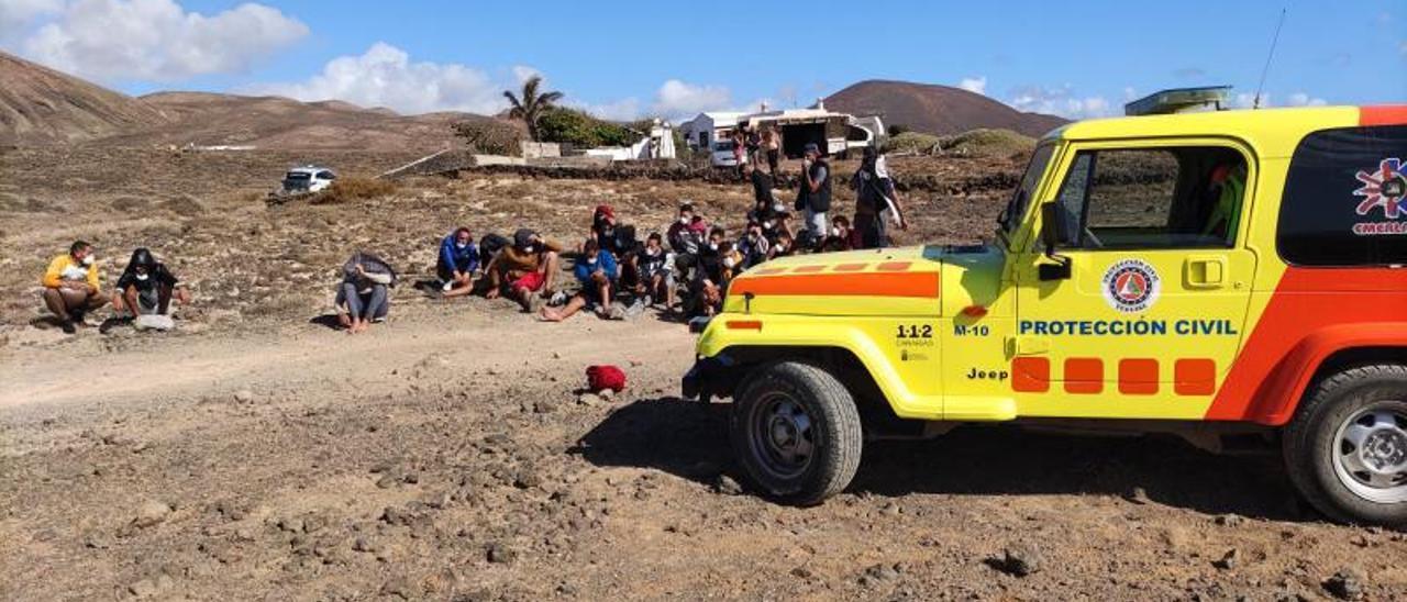 Llegada de migrantes a la playa de Los Cocoteros, en el municipio de Teguise.