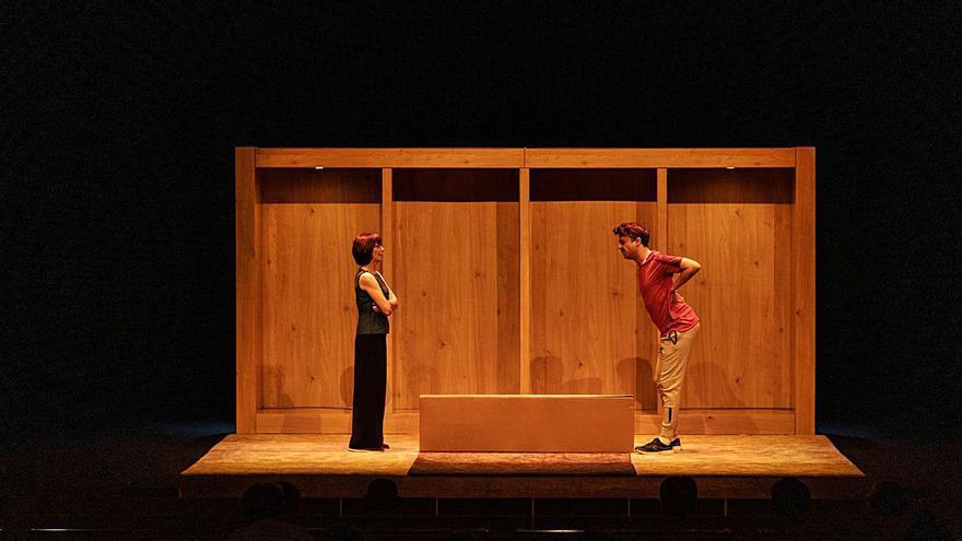 """La obra """"El mueble"""" hace reír al público zamorano"""