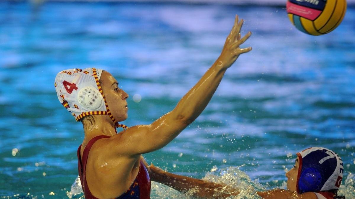 Bea Ortiz con la selección española femenina de waterpolo.