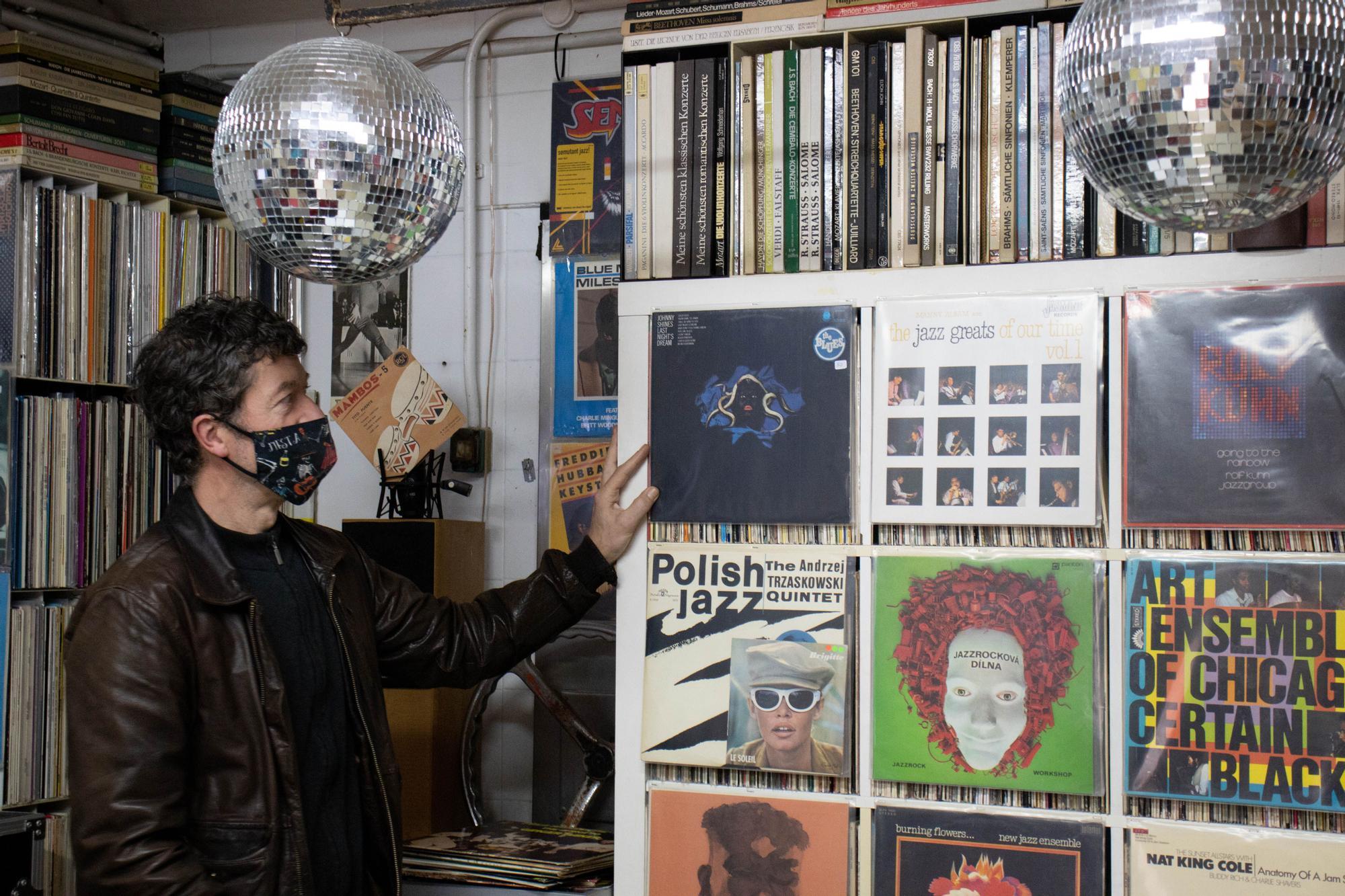 El Forn de Sant Elies resucita como tienda de discos