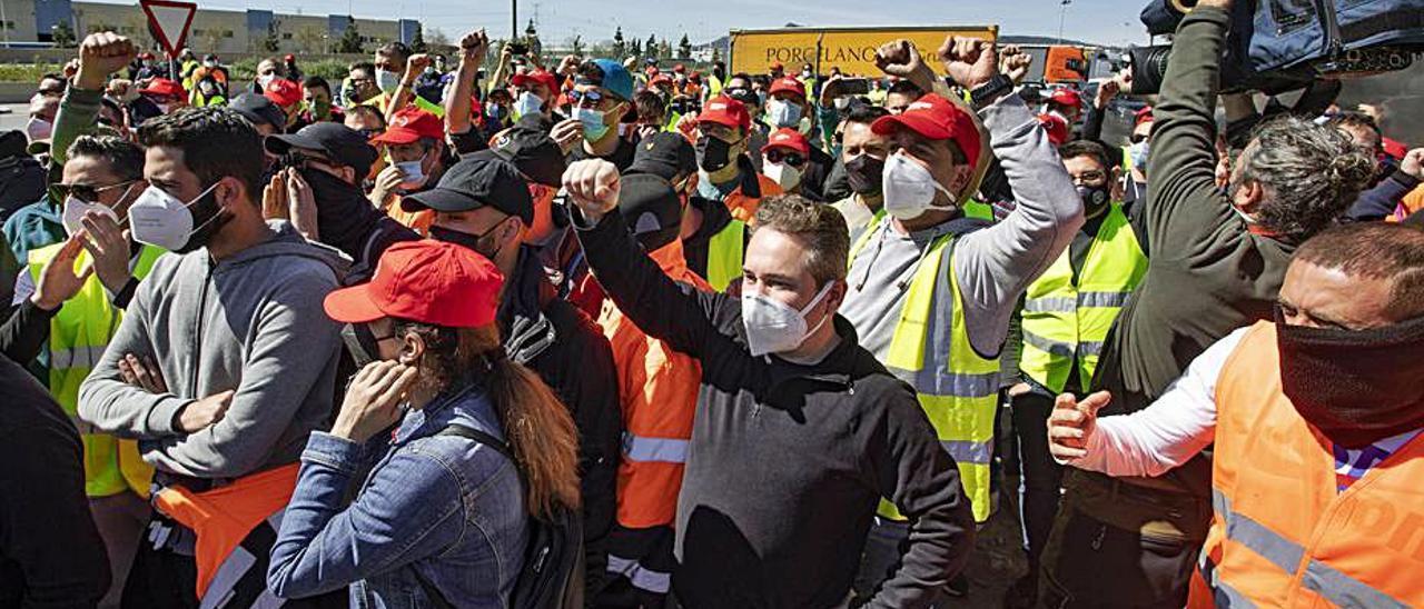 Imagen de archivo de una de las protestas de los trabajadores.   TORTAJADA