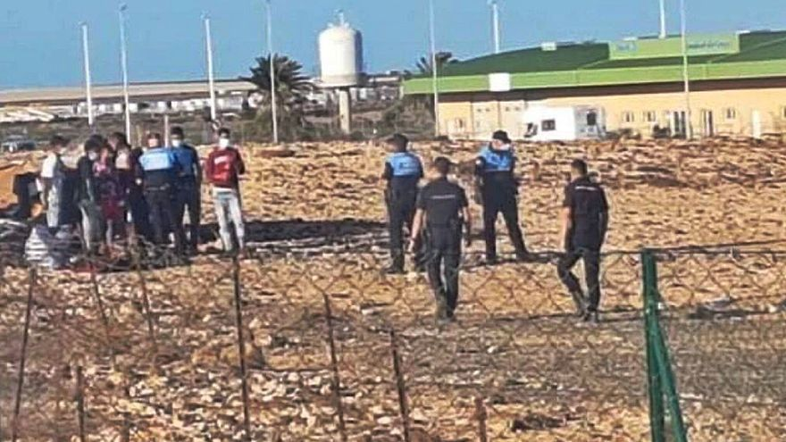 Nueve de los 12 magrebíes que expulsó Cruz Roja siguen en la calle