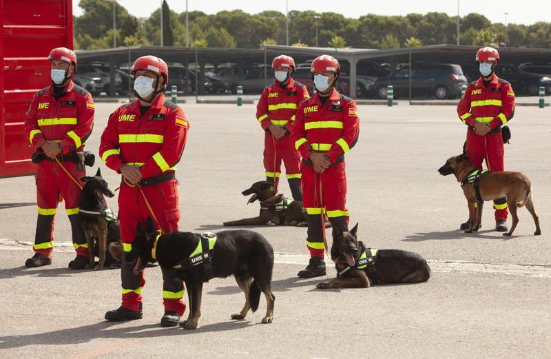 Gloria Calero visita la Unidad Militar de Emergencias, UME en la base militar de Bétera