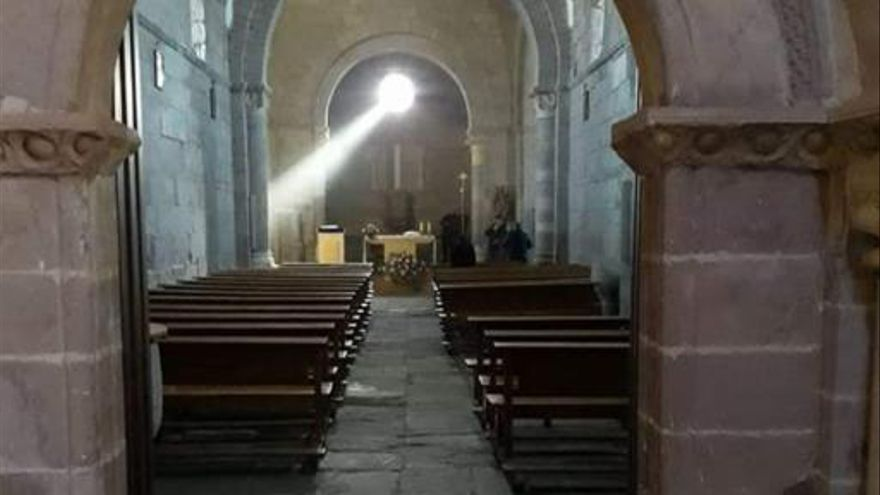 """Las nubes """"ciegan"""" la luz equinoccial de Santa Marta de Tera el segundo día del fenómeno"""