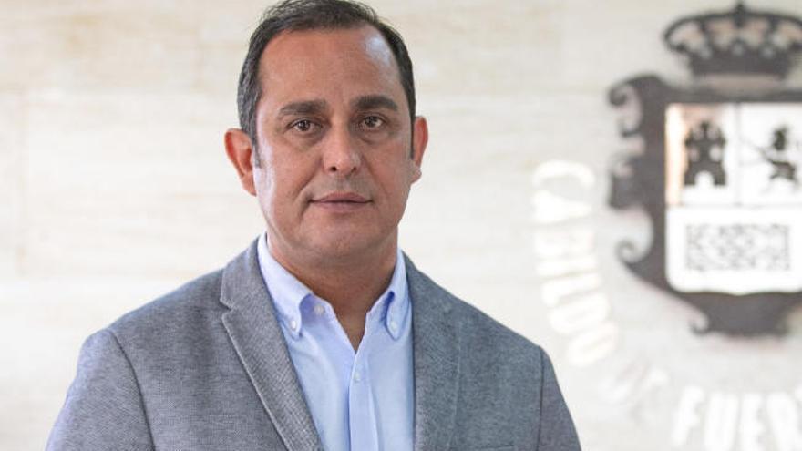 Blas Acosta se querella contra el presidente del PSOE de Arona por delitos contra el honor