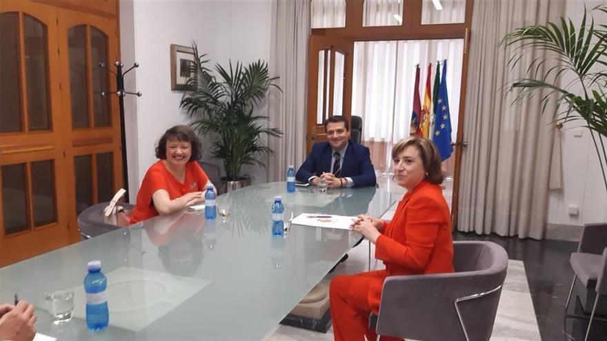 """La delegada del Gobierno central propone """"trabajar unidos"""" por la capital y la provincia"""
