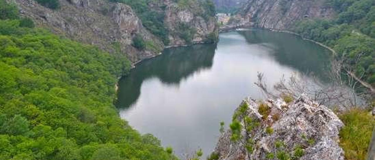 El embalse de Rioseco, en Sobrescobio, donde Cadasa cuenta con una estación de tratamiento de aguas.