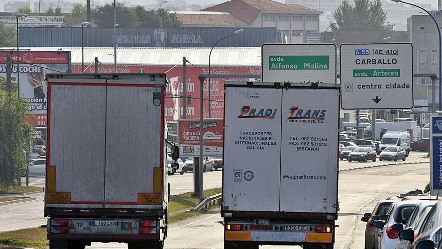 Sueldos bajos y horarios extensos dejan al sector de transporte de mercancías sin camioneros