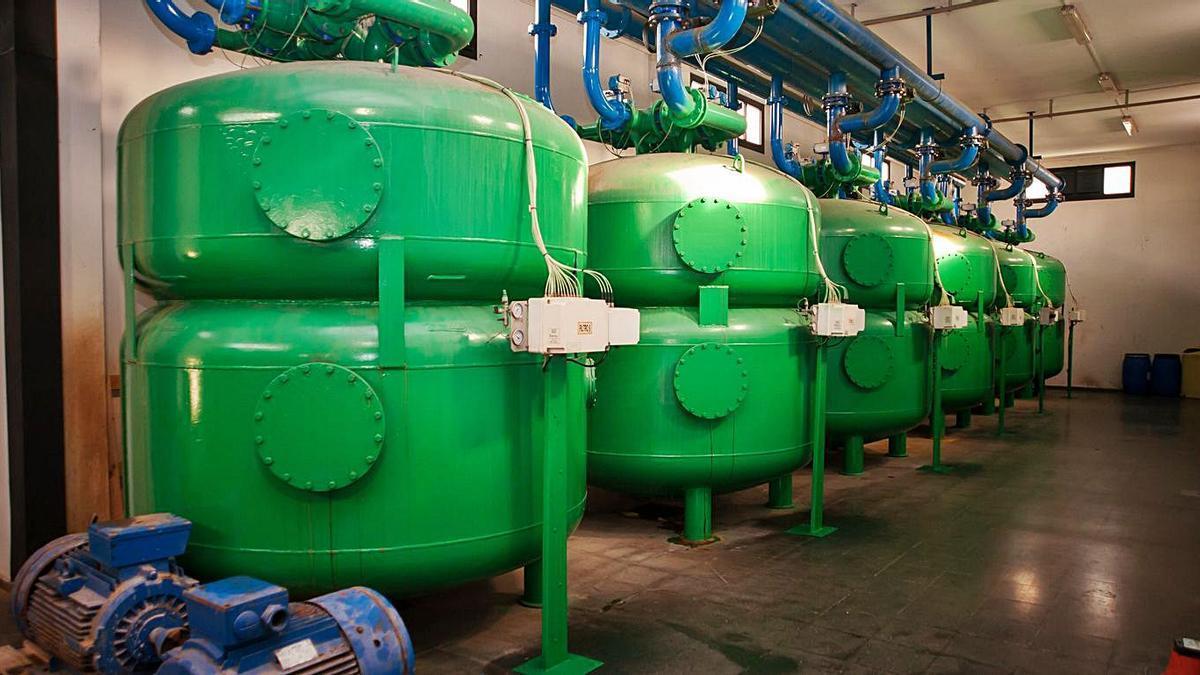 Depósitos de la captación de agua de Sabón.     // 13FOTOS