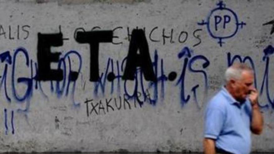 A prisión los dos detenidos por realizar sabotajes para enaltecer al etarra Iñaki Bilbao