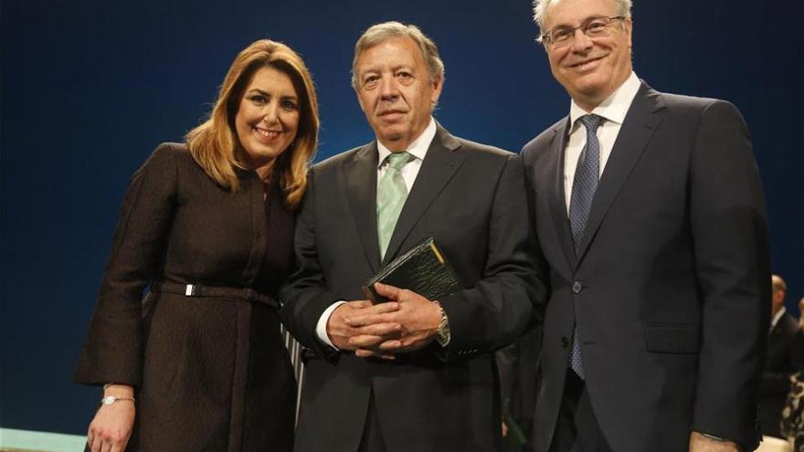 Iluminaciones Ximénez dedica la medalla «a los que no están»