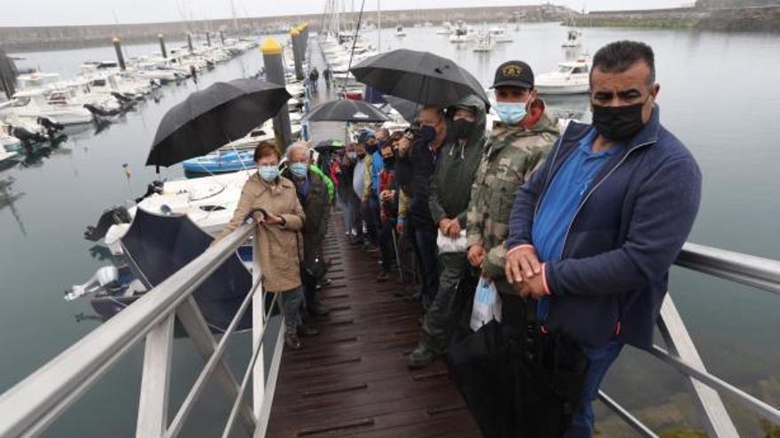 """""""No estamos dañando los recursos pesqueros"""", claman los recreativos en Luanco"""
