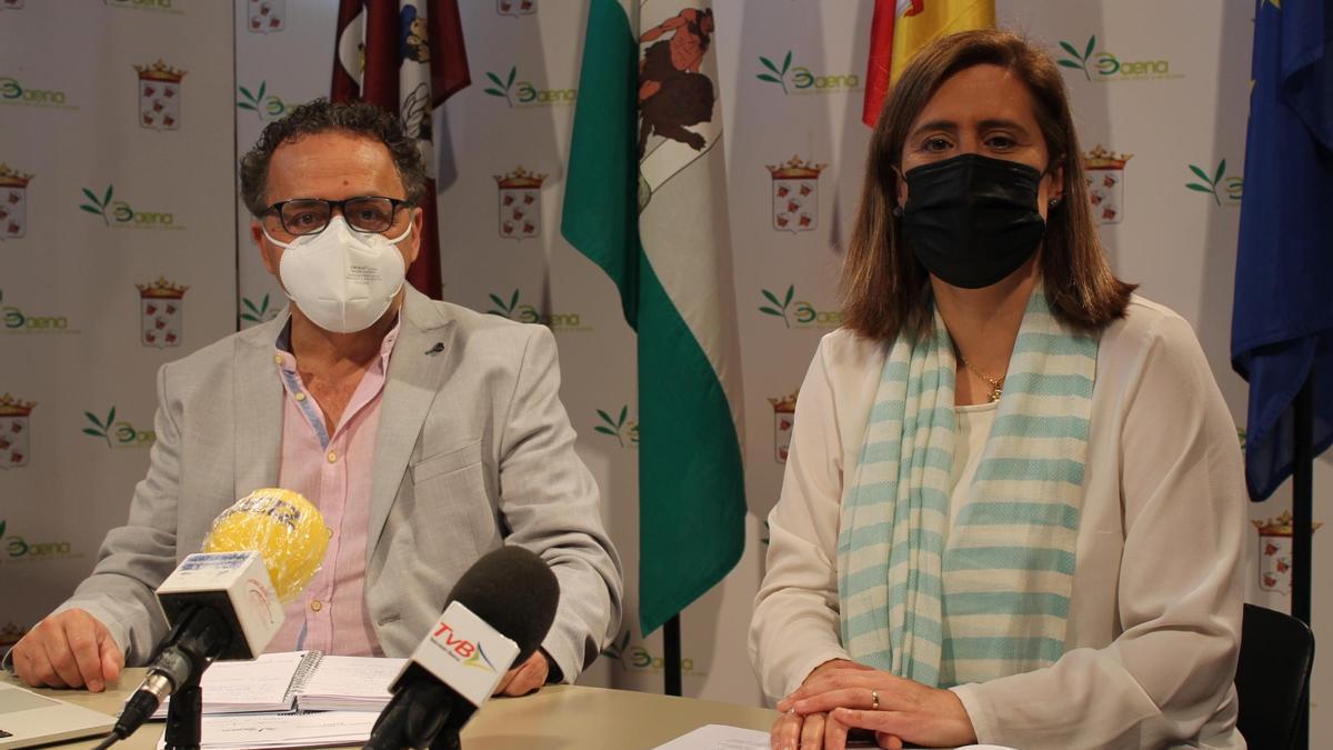 Ramón Martín, de Cs, y Cristina Piernagorda, del PP y alcaldesa de Baena.