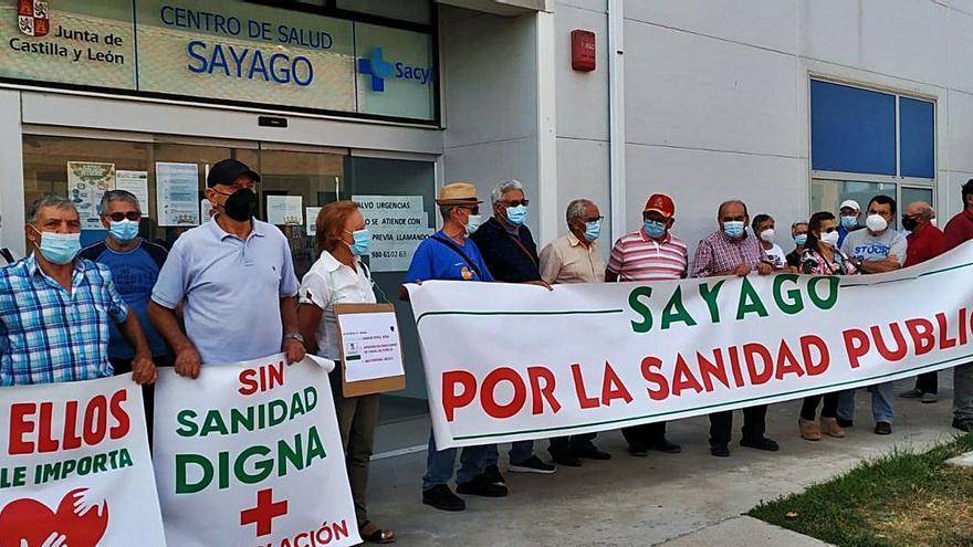 Octava concentración por la sanidad pública en Sayago