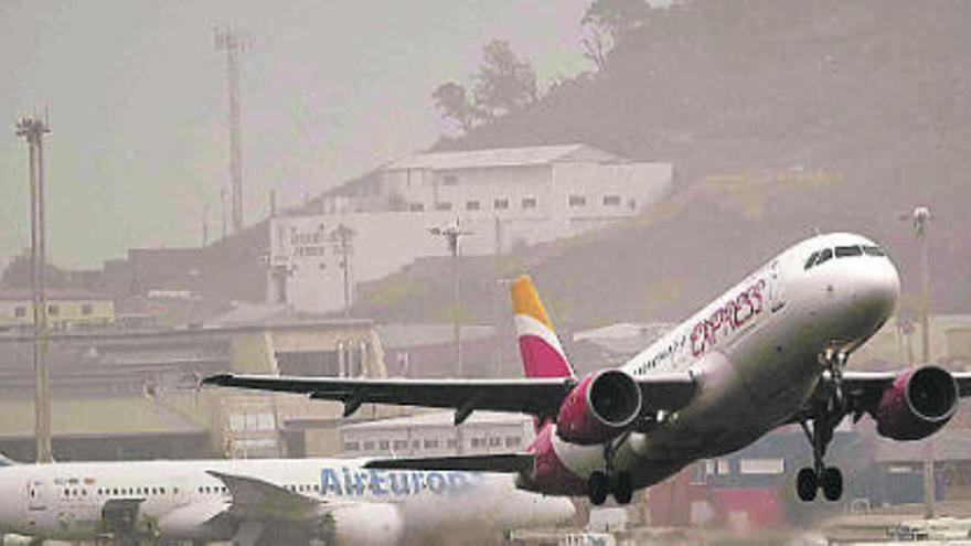 Un avión aterriza en emergencia en Tenerife Norte