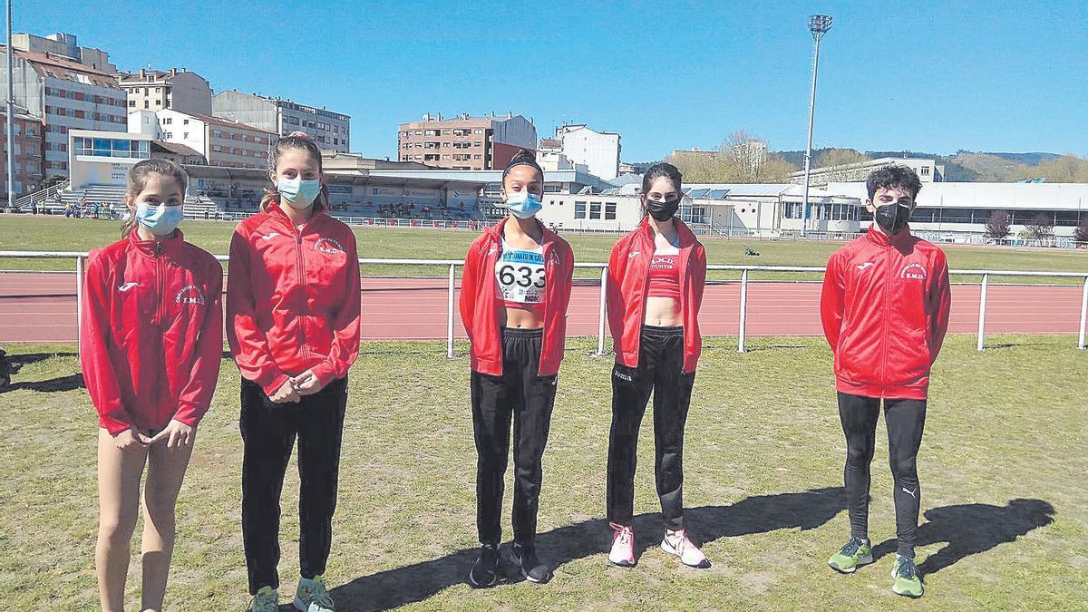 Las atletas de Cuntis participantes en la prueba.