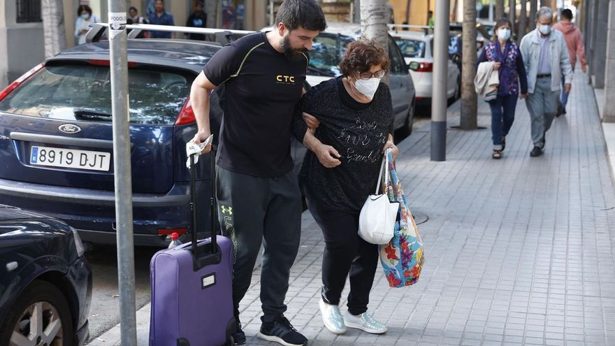 Una anciana denuncia a Aena y Vueling por abandonarla en El Prat