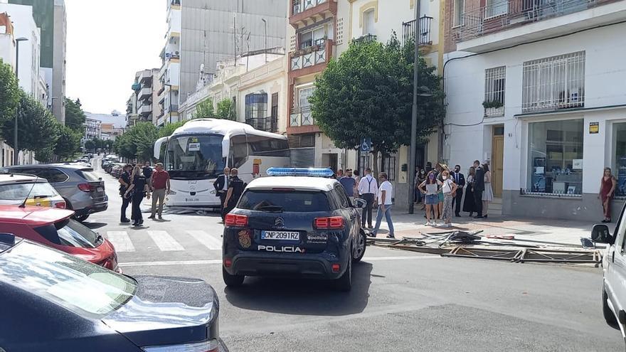 Un autobús se empotra contra varios vehículos estacionados en La Rambla