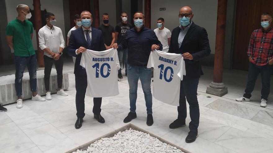 El 'Támara' brinda el ascenso al alcalde