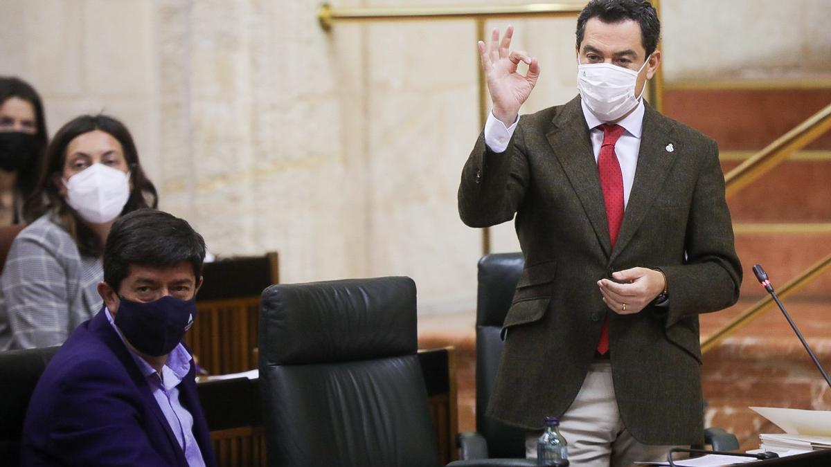Juanma Moreno, este jueves durante el Pleno del Parlamento andaluz.