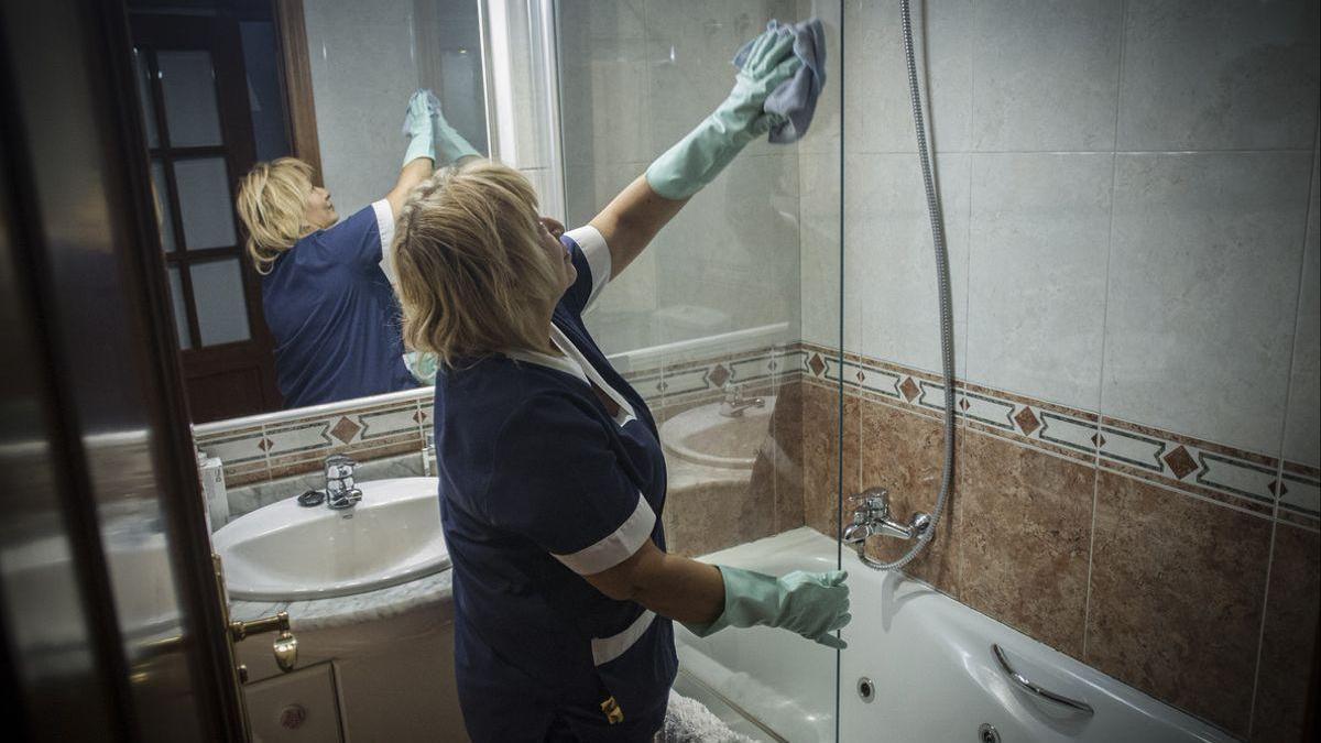 Trabajo lanza una campaña para garantizar que las trabajadoras del hogar cobran el salario minimo