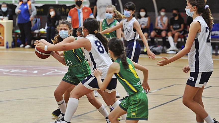Fases finales de baloncesto en el pabellón Coto Ferreiro