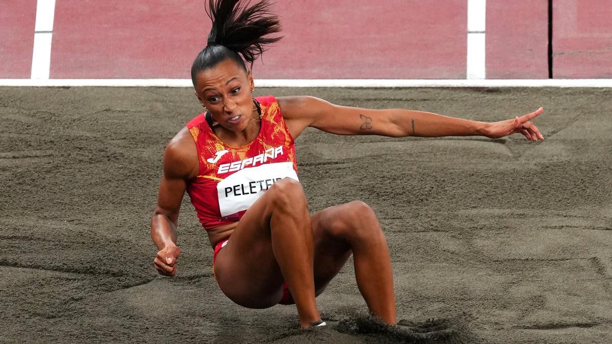Ana Peleteiro durante la final de triple salto.