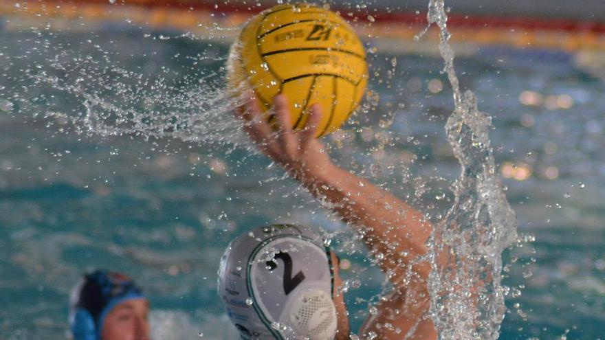 El Waterpolo Málaga, ante el reto de ganarle al líder